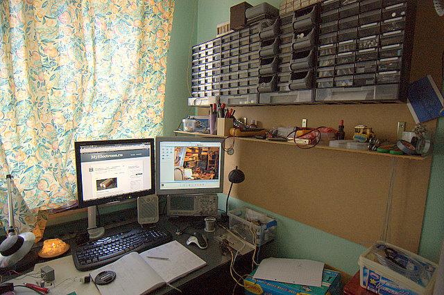Рабочий стол инженера электронщика