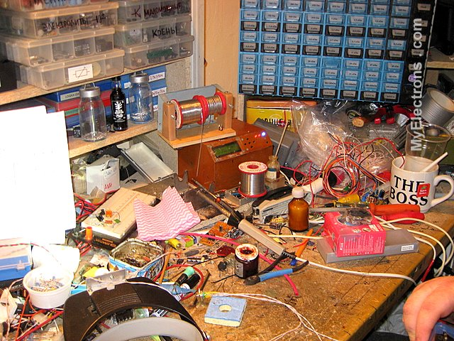 Рабочий стол моего друга инженера электронщика